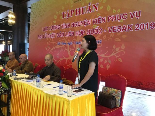 Chị Đỗ Thị Kim Hoa, Giám đốc Trung tâm tình nguyện Quốc gia phát biểu tại buổi tập huấn. ảnh Hoàng Long