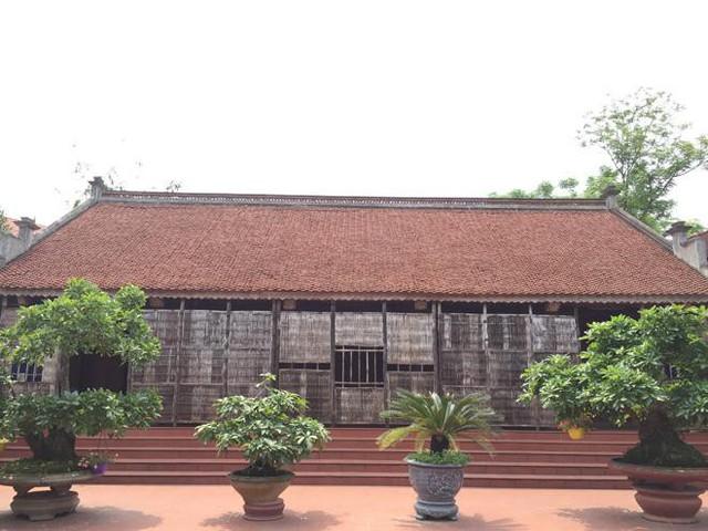 Ngôi nhà làm bằng gỗ mít của gia đình ông Học.