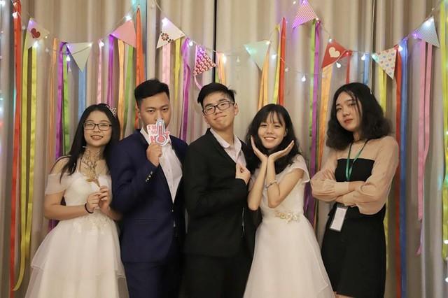 Ninh Quỳnh Anh và các bạn của mình