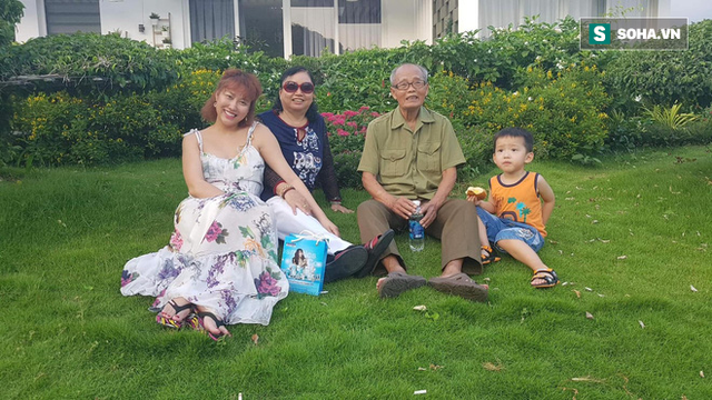 Nụ cười hạnh phúc của cả gia đình 3 thế hệ, trước khi bố của Phi Thanh Vân từ bỏ trần thế.