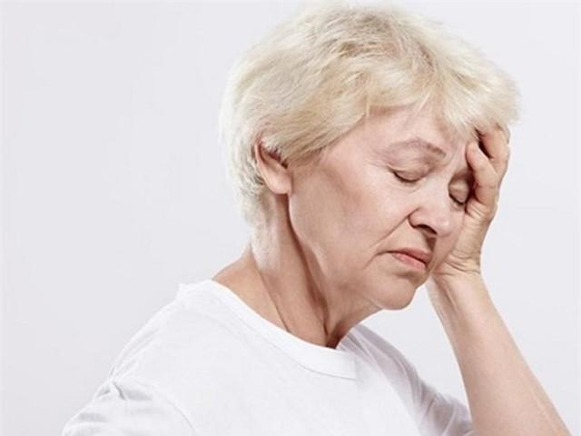 Với thể cấp tính, rối loạn tuần hoàn não thường có biểu hiện chóng mặt, xây xẩm mặt mày, buồn nôn, nôn, nặng đầu khi thay đổi tư thế... Ảnh minh họa