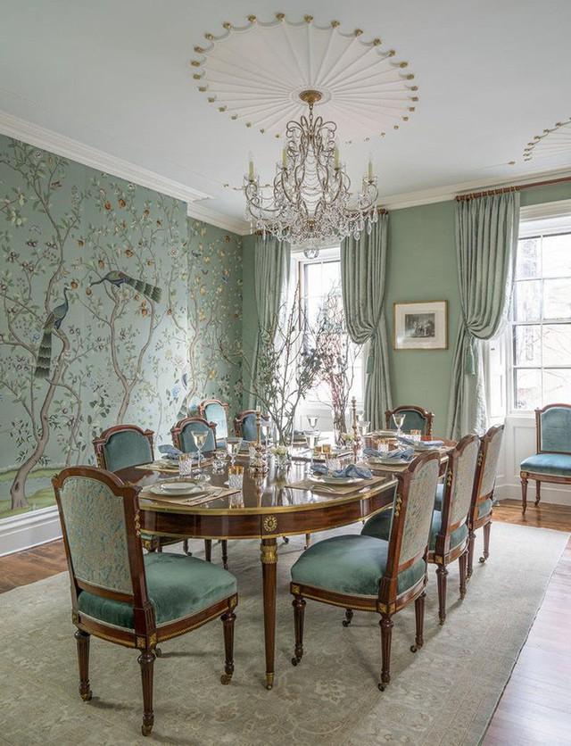 Kiểu rèm cửa vén cũng rất thích hợp cho những căn phòng ăn mang phong cách cổ điển.