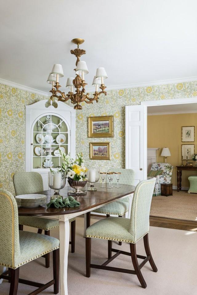 Họa tiết góp phần quan trọng tạo nên sức hút, vẻ đẹp sinh động bên trong những căn phòng ăn mang phong cách cổ điển.