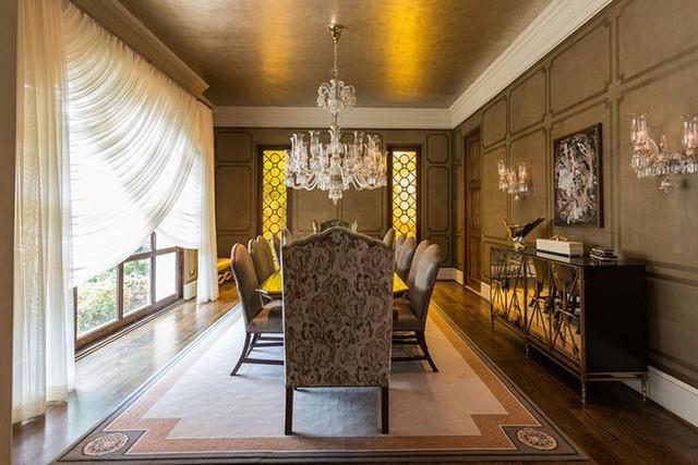 Những căn phòng ăn mang phong cách cổ điển nên có một khoảng không gian rộng rãi, thoải mái.