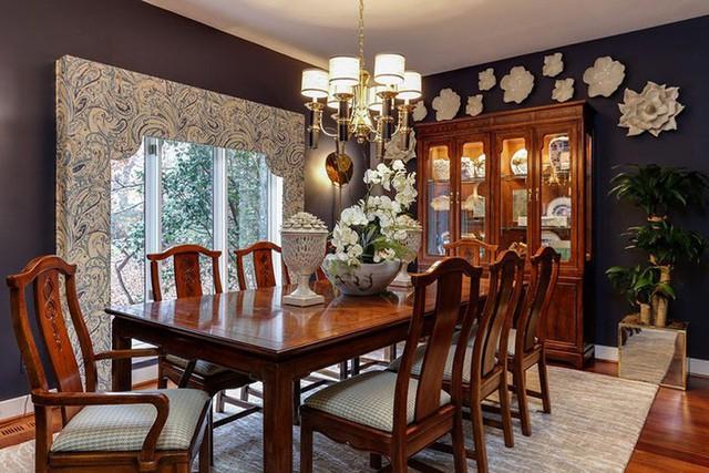 Nhắc đến phong cách cổ điển sẽ không thể nào thiếu được những món đồ nội thất bằng gỗ tự nhiên.