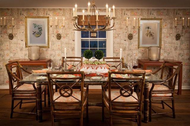 Mẫu đèn chùm mang đậm phong cách cổ điển đến không gian phòng ăn gia đình.