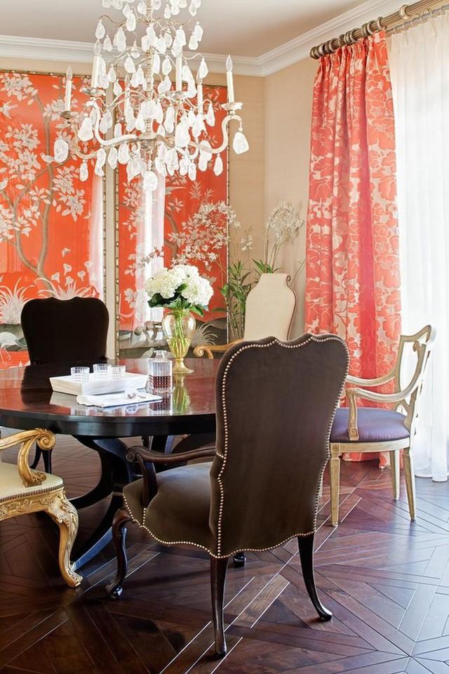 Những bộ đèn pha lê đắt giá cũng luôn là lựa chọn quen thuộc với những căn phòng ăn mang phong cách cổ điển.