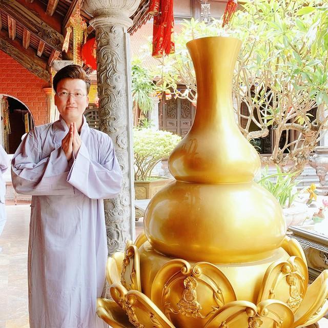 Từ sau biến cố cuộc sống, Sỹ Luân tìm đến cửa Phật