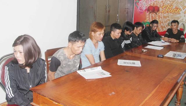 Các con nghiện mua thuốc tại nhà bà Phương bị tạm giữ