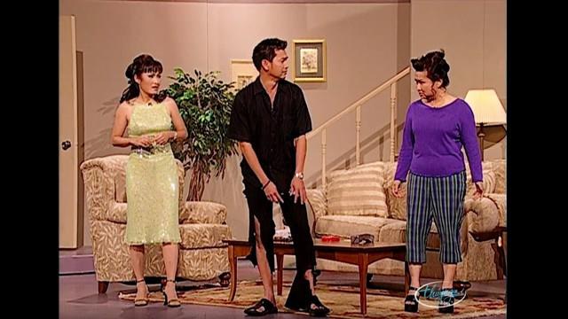 Hồng Đào và Quang Minh trong một vở hài kịch năm 2000.