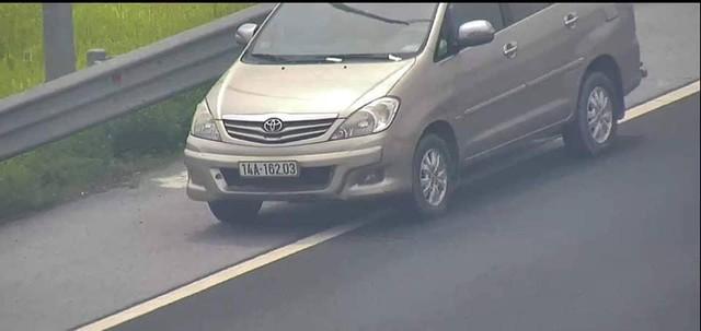 Chiếc xe Innova do nữ tài xế ở Quảng Ninh điều khiển.