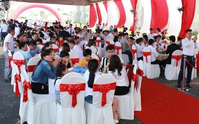 Sự kiện thu hút hàng trăm khách hàng đến tham dự, đặc biệt là các nhà đầu tư