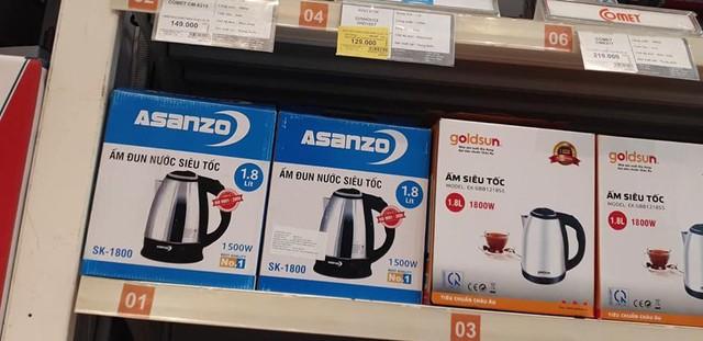 Siêu thị BigC Thăng Long vẫn bày bán sản phẩm mang nhãn hiệu Asanzo - Ảnh 1.