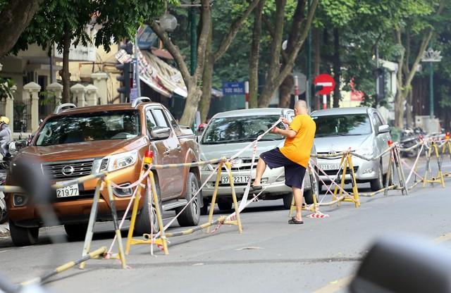 Hỗn loạn giao thông tại dự án ga ngầm Hà Nội sắp thi công trên đường Trần Hưng Đạo - Ảnh 3.