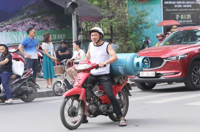 Hỗn loạn giao thông tại dự án ga ngầm Hà Nội sắp thi công trên đường Trần Hưng Đạo - Ảnh 8.