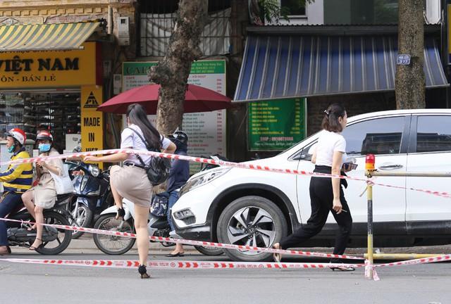Hỗn loạn giao thông tại dự án ga ngầm Hà Nội sắp thi công trên đường Trần Hưng Đạo - Ảnh 4.