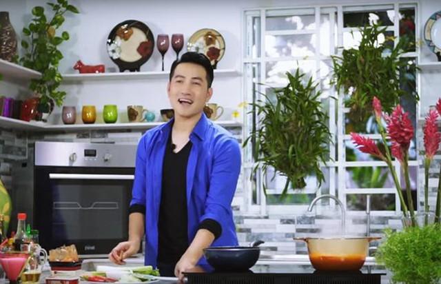Phi Hùng tham gia rất nhiều chương trình về hướng dẫn nấu ăn và có nhiều chia sẻ về cách lựa chọn món ăn, thực phẩm trên trang cá nhân của mình.