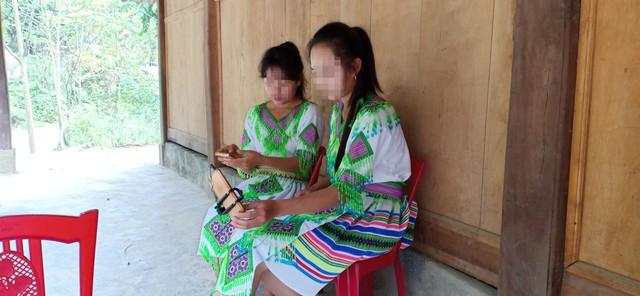 Chị em H.T.T (SN 2000) và H.T.L (SN 2003, bản Xa Lao, xã Trung Lý, huyện Mường Lát).