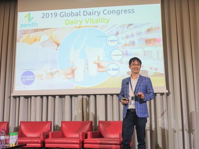 Ông Phan Minh Tiên, Giám đốc Điều hành Vinamilk, trình bày tại Hội Nghị Sữa Toàn Cầu 2019 diễn ra tại Bồ Đào Nha