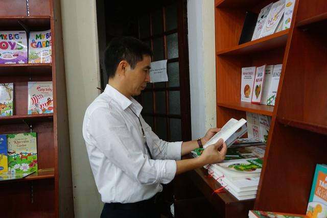 Sách hướng dẫn lựa chọn giới tính thai nhi vẫn được bày bán công khai tại Hà Nội - Ảnh 2.