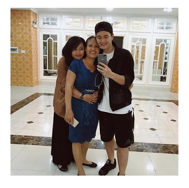 Hiện tại cả gia đình Huỳnh Anh đã chuyển đến sống ở một căn nhà khang trang, rộng rãi hơn sau quá trình làm việc chăm chỉ nhiều năm của nam diễn viên.