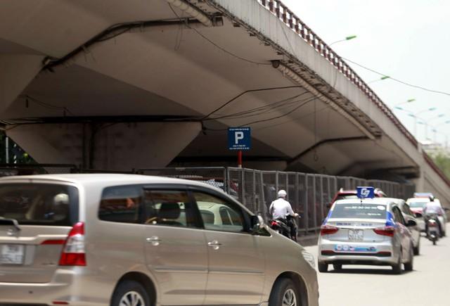 Việc Hà Nội cấp phép cho các đơn vị quản lý, vận hành việc trông giữ xe xuất phát từ nhu cầu thực tế khi thiếu trầm trọng chỗ.
