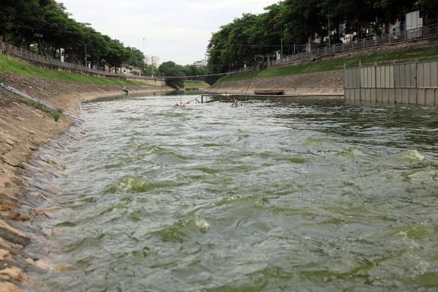 Theo dự án, công ty sẽ xây dựng, lắp đặt một trạm bơm chìm ở ngoài cửa khẩu An Dương với công suất cấp nước 156.000 m3 mỗi ngày đêm dẫn vào Hồ Tây. Ảnh: Bảo Loan