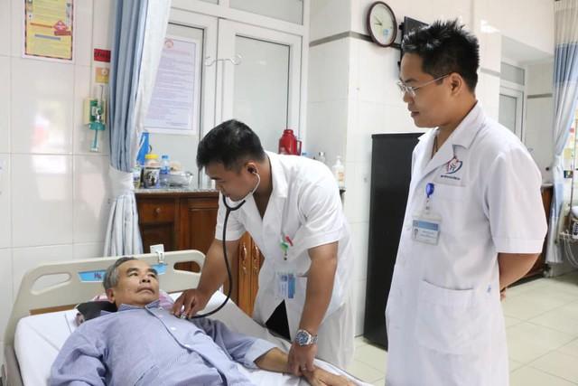 8 phút nghẹt thở giành lại sự sống cho người đàn ông bị ngừng tuần hoàn - Ảnh 1.