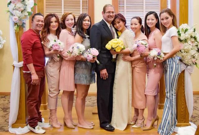 Ngọc Anh 3A làm đám cưới với ông xã ngoại quốc John Gallander hồi tháng 6/2018.