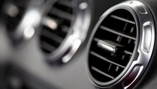 Nếu ngồi trong một chiếc xe hơi có cửa sổ đóng kín, mọi người sẽ hít phải Benzen