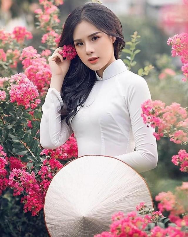 Bạn gái cầu thủ Trọng Đại 6 lần thi Hoa hậu để kiếm nhiều tiền như Phạm Hương - Ảnh 2.