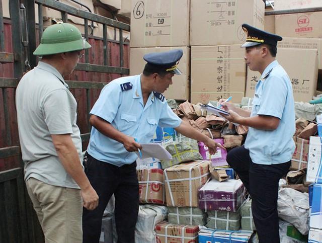 Liên tục phát hiện hàng hóa nhập khẩu giả mạo xuất xứ Việt Nam - Ảnh 1.