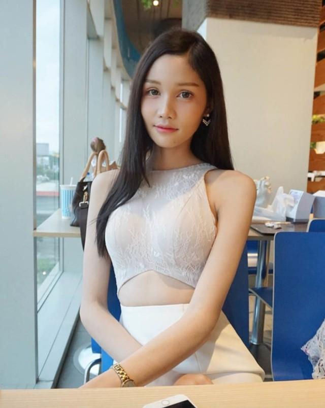 Người đẹp được nhiều chuyên gia sắc đẹp ở Thái Lan đánh giá là một đối thủ nặng kí ngay từ đầu cuộc thi, không chỉ bởi nhan sắc ấn tượng mà còn vì sự thông minh, nhanh nhạy.