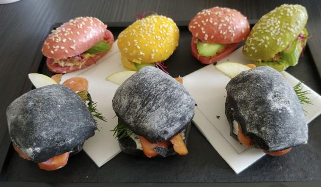 Món sandwich tôm hùm cùng nhiều loại sandwich khác cho hành khách tại sân bay Zurich (Ảnh: South China Morning Post)