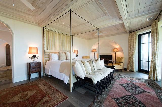 Tùy loại gỗ bạn lựa chọn mà trần nhà có kiểu vân gỗ đa dạng khác nhau.