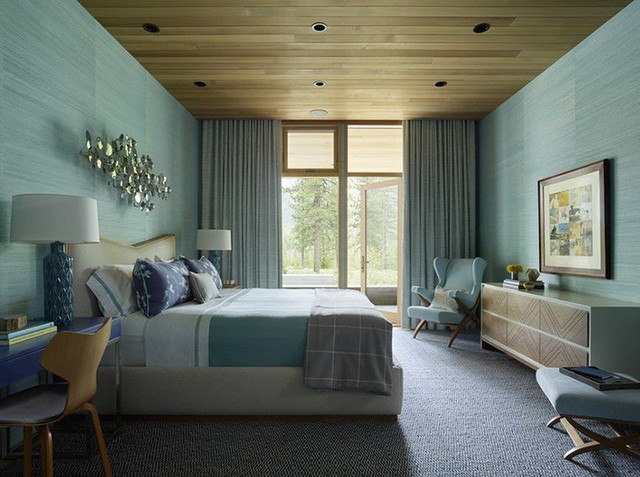 Trái lại, khi hè sang, trần nhà gỗ lại đem đến cảm giác thoải mái, dễ chịu cho người dùng.