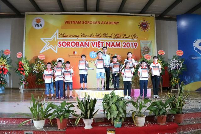 Cậu bé 9 tuổi trở thành quán quân Học sinh giỏi Toán tư duy Soroban Quốc gia lần 8 - Ảnh 2.