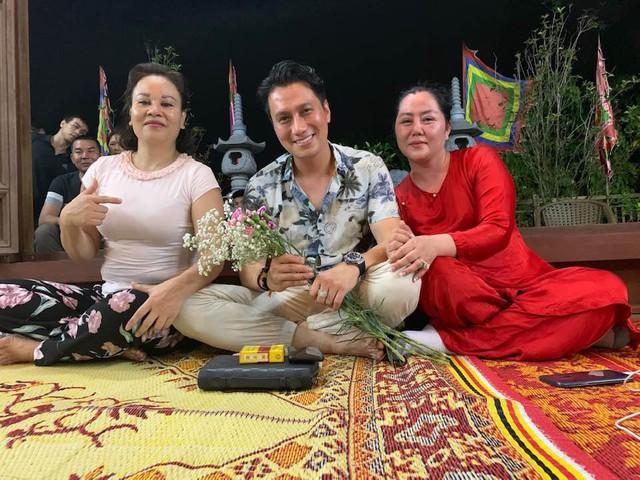Trái với ảnh tự đăng, Việt Anh bất ngờ lộ gương mặt lạ lẫm và kém sắc trong ảnh được tag trên MXH - Ảnh 1.