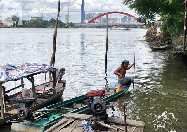 Phóng sinh Rằm tháng 7: Chim vừa sổ lồng, cá được thả xuống sông chưa kịp bơi đã bị đặt bẫy, chích điện vớt lên bán lại cho khách - Ảnh 18.