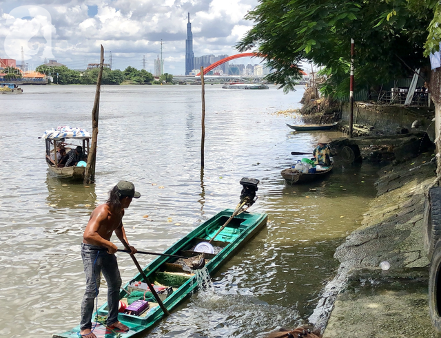 Phóng sinh Rằm tháng 7: Chim vừa sổ lồng, cá được thả xuống sông chưa kịp bơi đã bị đặt bẫy, chích điện vớt lên bán lại cho khách - Ảnh 5.