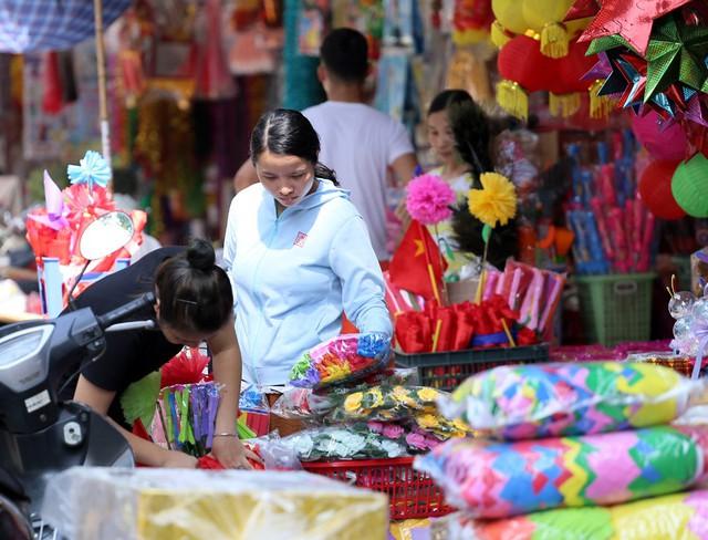 Đồ chơi made in Việt Nam bất ngờ lấn át Trung Quốc tại Hàng Mã trước mùa Trung thu - Ảnh 1.