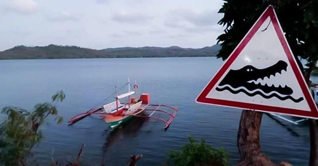 Hãi hùng khoảnh khắc bé trai 10 tuổi đang ngồi trên thuyền thì bị cá sấu lôi xuống nước ăn thịt, người nhà bất lực, chỉ lo chạy thoát thân - Ảnh 2.