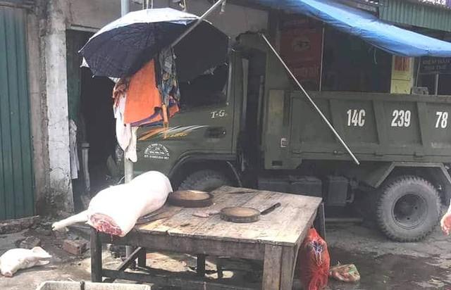 Đứng mua thịt lợn trên vỉa hè, người phụ nữ bị xe tải mất lái đâm tử vong - Ảnh 1.