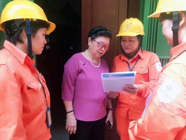 EVN HANOI đẩy mạnh tuyên truyền an toàn điện mùa mưa bão - Ảnh 1.