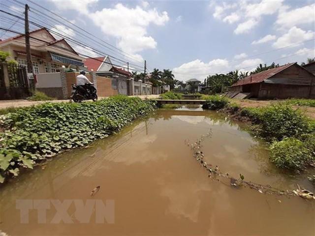 Cô giáo Bình Phước hiến căn nhà hơn 100 m2 để xây bờ kè nghìn tỷ - Ảnh 1.