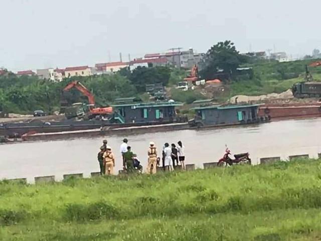 Bắc Ninh: Cô gái lên cầu Hồ để lại lời nhắn gọi vào số điện thoại rồi bất ngờ nhảy xuống sông tự tử - Ảnh 2.