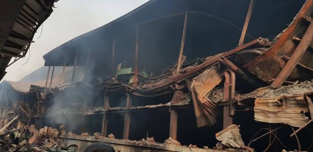 Thống kê thiệt hại vụ cháy nhà máy bóng đèn phích nước Rạng Đông  - Ảnh 2.