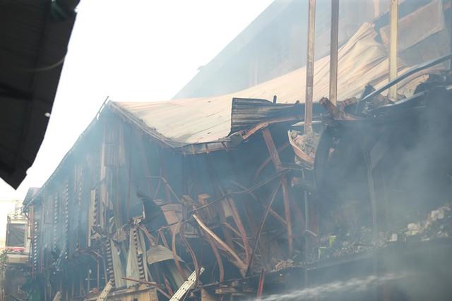 Sau vụ cháy NM Rạng Đông: Không sử dụng thực phẩm nuôi, trồng bán kính 1km trong 21 ngày - Ảnh 1.
