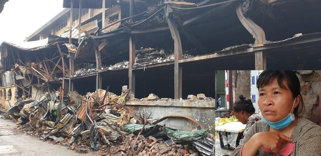 Sau vụ cháy tại Công ty CP Bóng đèn phích nước Rạng Đông:  Nhiều người dân di dời tránh ô nhiễm không khí - Ảnh 1.