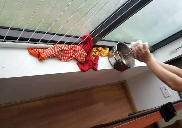 Hà Nội: Ngày mưa bão, dân chung cư ngao ngán chống ngập giữa lưng trời - Ảnh 3.